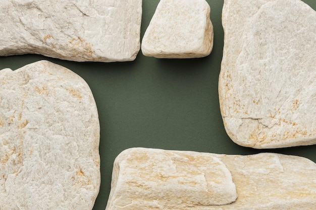 Draufsicht weiße steinsammlung