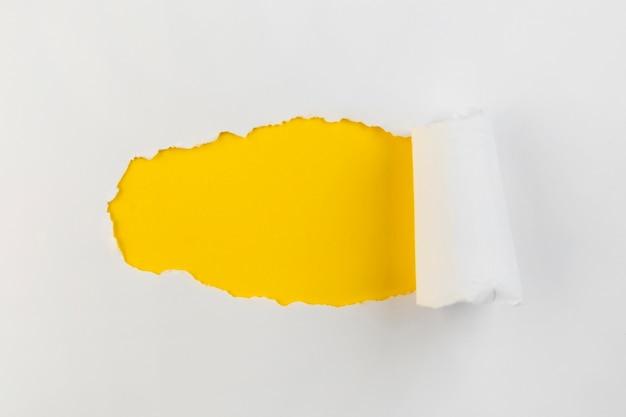 Draufsicht zerbröckelte papier
