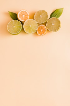 Draufsicht zitrone und orangen