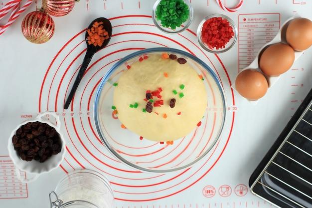 Draufsicht zubereitungszutat für weihnachtsbäckerei stollern deutschland brot