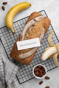Draufsicht zuckerfreies bananenbrot