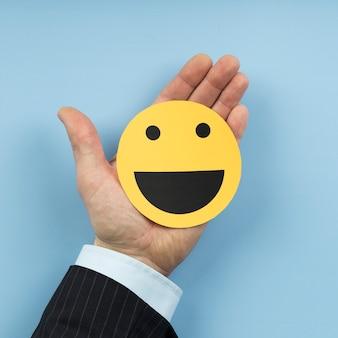 Draufsichtanordnung mit einer smiley-emoji-karte