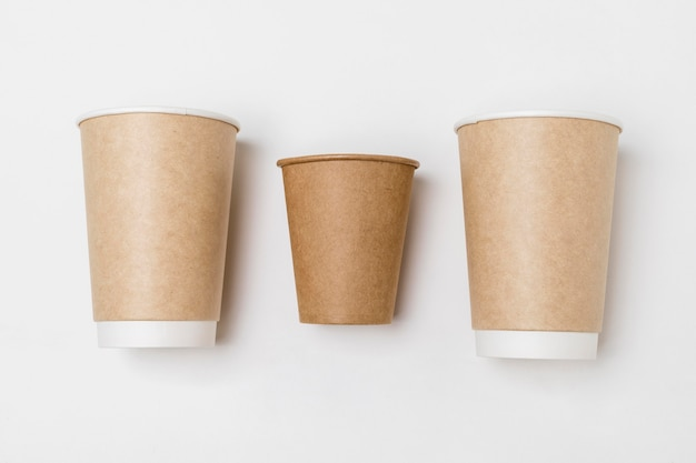 Draufsichtanordnung von kartonkaffeetassen