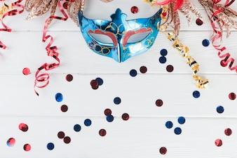 Draufsichtaufbau mit Karnevalsmaske