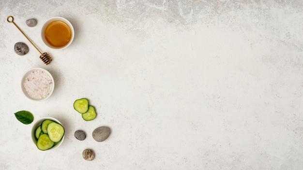 Draufsichtbadekurortrahmen mit geschnittener gurke