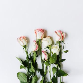 Draufsichtblumenstrauß von rosen