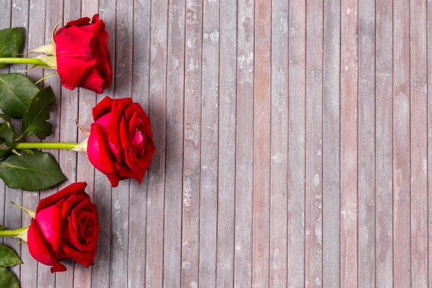 Draufsichtbündel rote rosen mit kopienraum