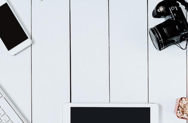 Draufsichtfachmann moderner kreativer grafikdesigner white desk.