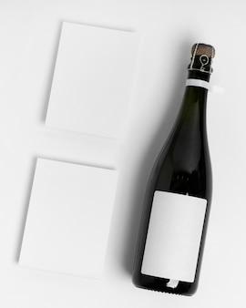 Draufsichtflasche auf weißem hintergrund