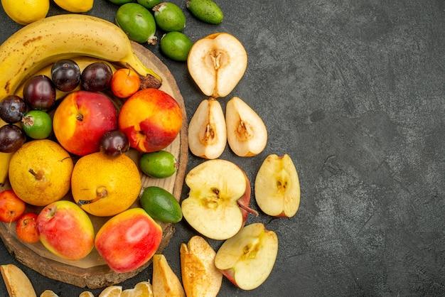 Draufsichtfruchtzusammensetzung frische früchte auf grauem hintergrund