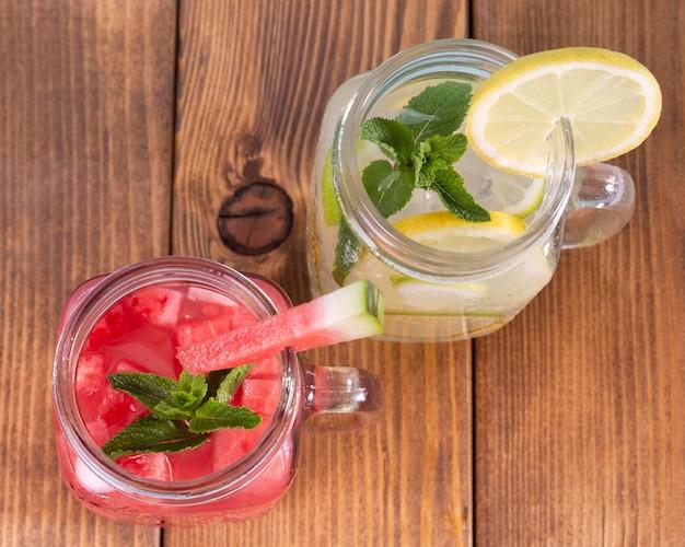 Draufsichtgläser mit fruchtgeschmacksgetränken