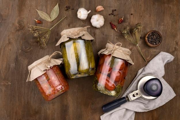 Draufsichtgläser mit konserviertem gemüse