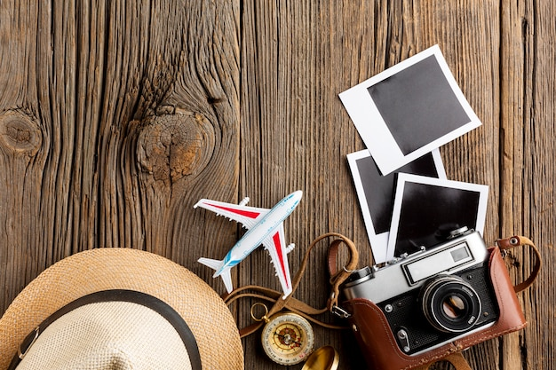 Draufsichtkamera mit fotos auf einer tabelle
