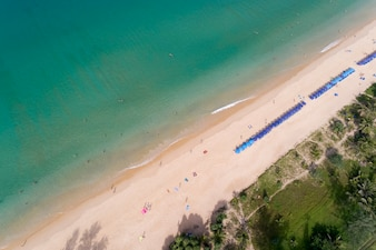 Draufsichtlandschaft des schönen tropischen Meeres im Sommer