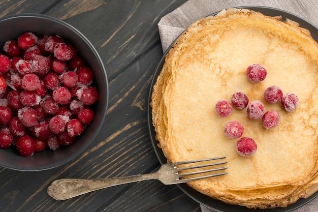 Draufsichtpfannkuchen mit früchten