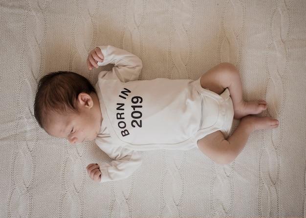 Draufsichtporträt des entzückenden babys