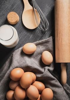 Draufsichtsatz des rollenstiftes nahe bei eiern