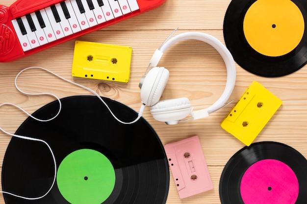Draufsichtschreibtischkonzept mit musikalischem thema