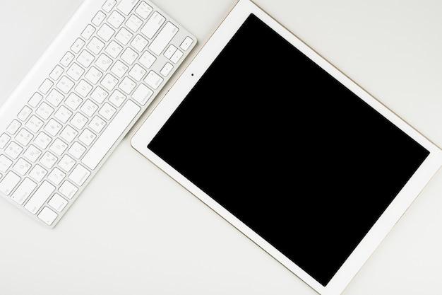 Draufsichttablett und drahtlose tastatur