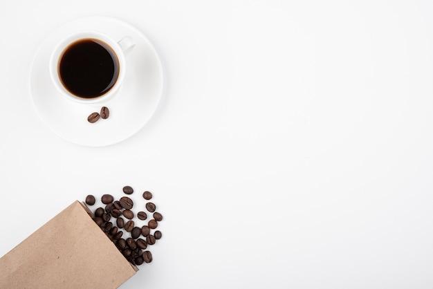 Draufsichttasse kaffee mit kopienraum