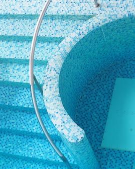 Draufsichtwasser im swimmingpool im sommer