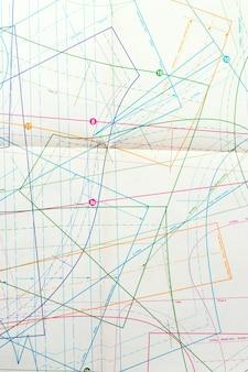 Draufsichtzeichnung mit bunten linien