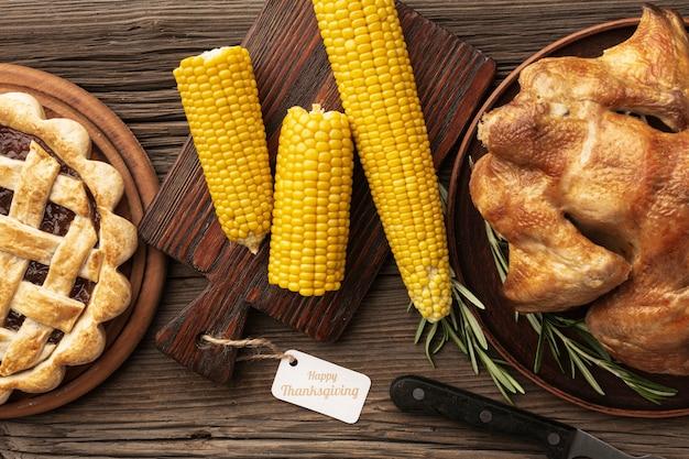 Draufsichtzusammenstellung mit mais und torte