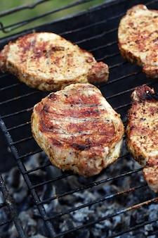 Draussen. köstliches barbecue