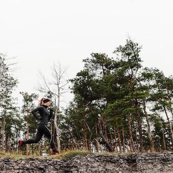 Draußen laufen workout low view