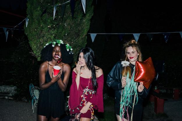Draußen nacht party