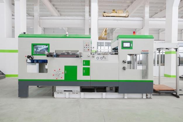 Drehmaschine und ausrüstung in einem produktionswerk