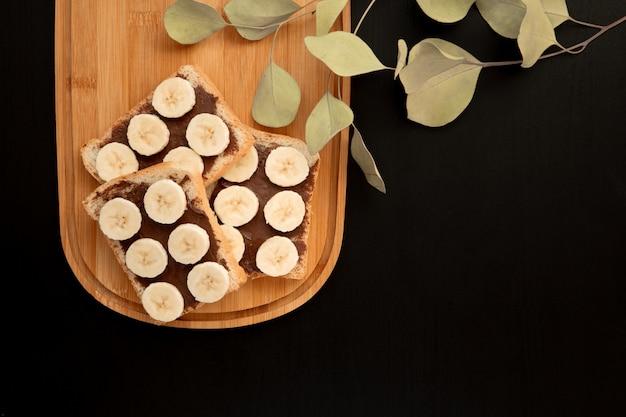 Drei bananenweißbrot-toastverbreitung