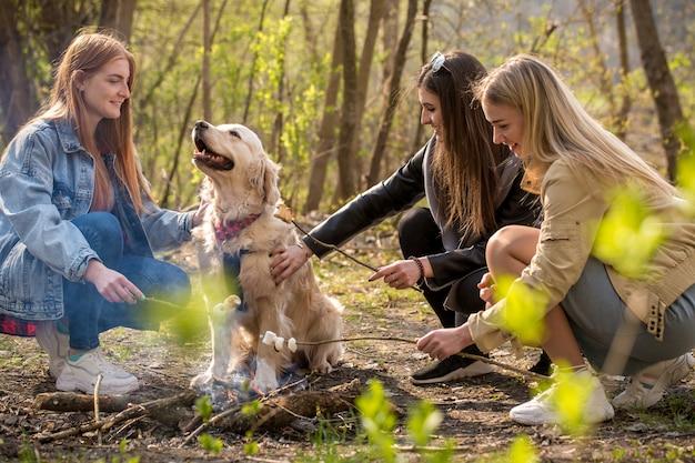 Drei freunde und ein hund