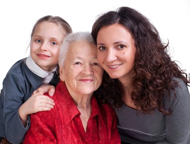 Drei generationen von frauen auf weißem hintergrund