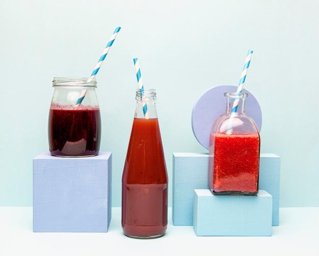 Drei gläser mit smoothie