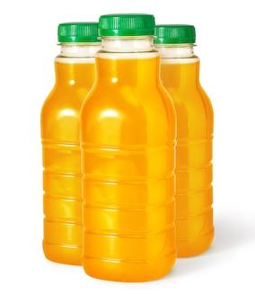 Drei orangensaftflasche isoliert auf weißem hintergrund