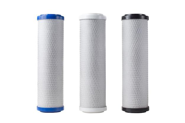 Drei patronen für wasserfilter isoliert auf weiß