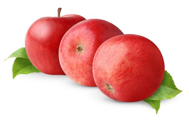 Drei rote äpfel in einer reihe lokalisiert auf weißem hintergrund