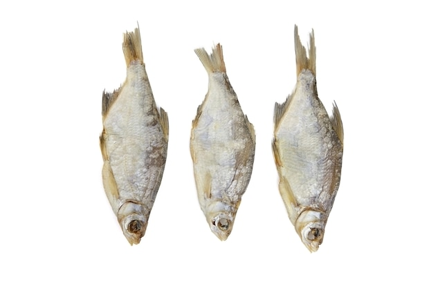 Drei trockene fische lokalisiert auf weiß