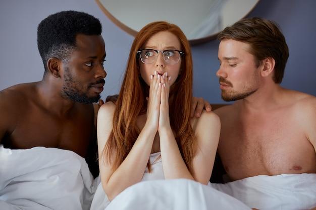 Dreierkonzept mit leuten, die zusammen gruppensex haben werden