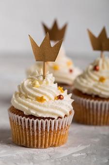 Dreikönigstag cupcakes mit kronen