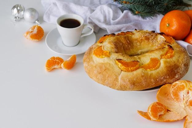Dreikönigstagsdessert mit orange und kaffee