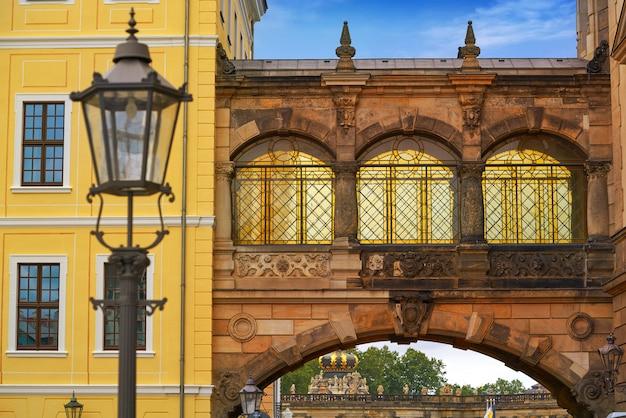 Dresden bogen in der taschenberg straße in deutschland