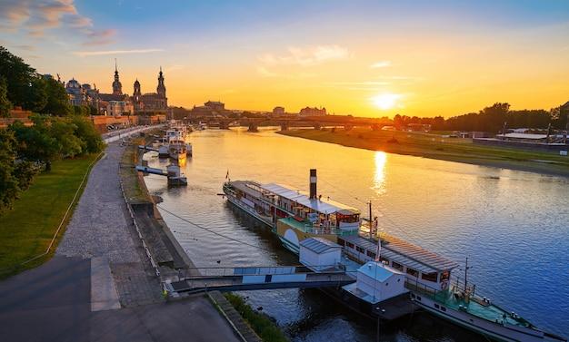 Dresden skyline und elbe in sachsen deutschland