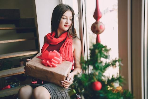 Drinnen person ein stattlicher weihnachts