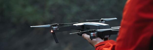 Drohne bereit, aus einer hand zu fliegen