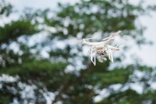 Drohne fliegen fotografie in der luft