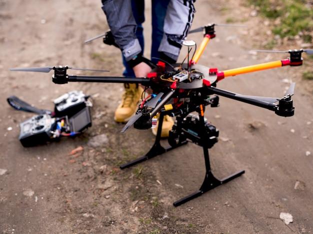 Drohne für die aufnahme vorbereiten. drohnenfotografie.