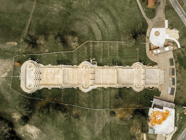 Drohnenansicht der jackson cascades unter dem sonnenlicht in michigan