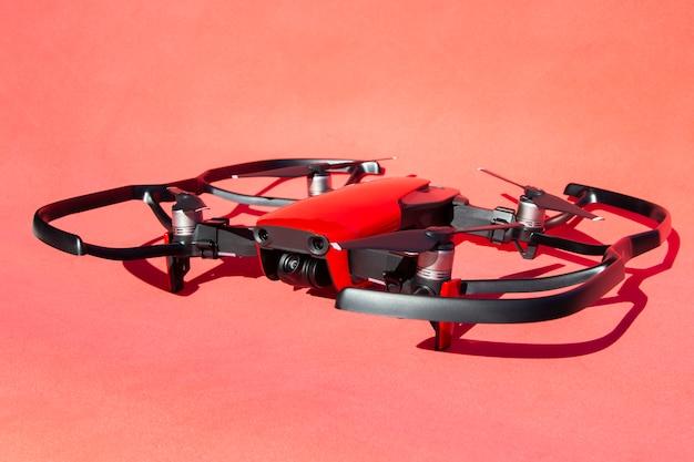 Drone quadcopter mit klingenschutz
